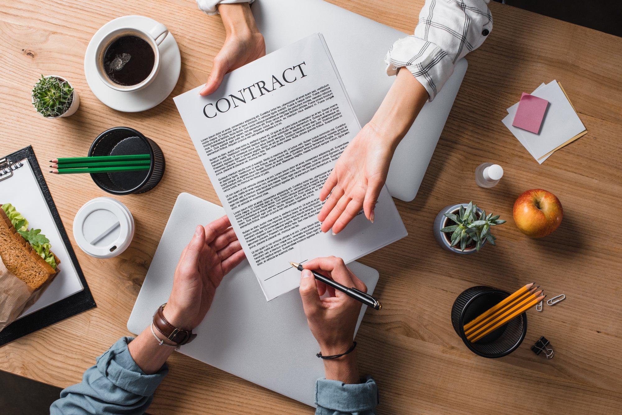 S'orienter dans un contrat : comment s'y prendre quand on n'est pas juriste ?
